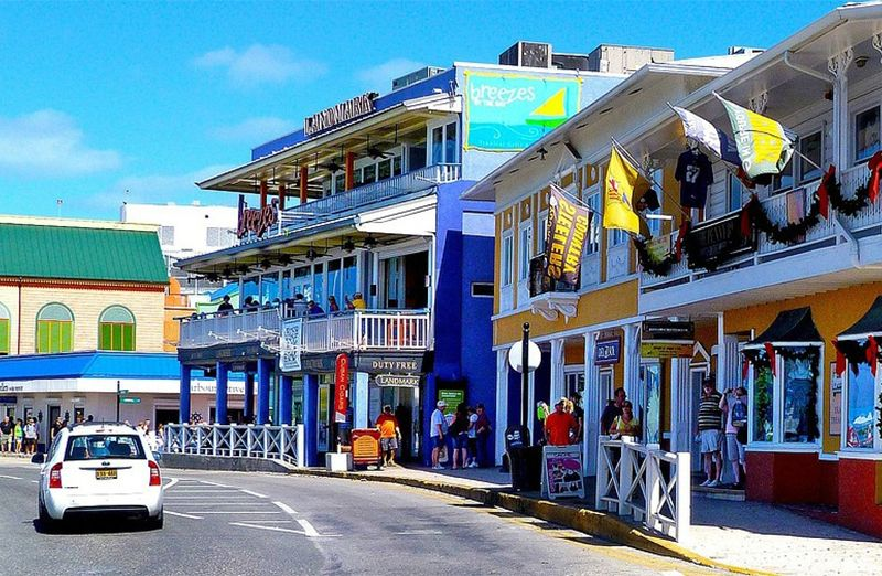 Walking Group Tour of George Town in Grand Cayman